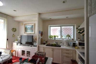 ダイニングルームとキッチンが一体となり、独立使用が可能となっております。