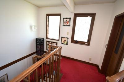 ホームエレベーターの2階部分周辺。たっぷりとしたスペースがあります。