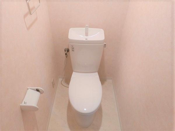 【現地写真】清潔感溢れるトイレ。落ち着いた空間で安らぎのひとときをお過ごしいただけます♪