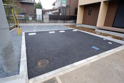 2台の駐車場付きです!近隣に外部の駐車場が少ないので大きなアドバンテージになると思います!管理:大興住建