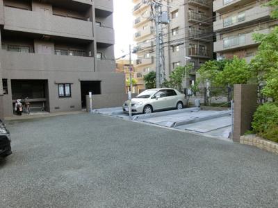 平面駐車場もあります。(別途費用あり)
