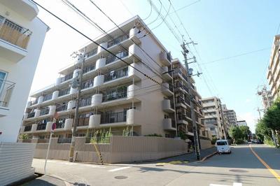 【現地写真】 鉄筋コンクリート造の6階建♪ 陽当たりに良いマンションとなっております♪