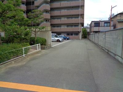 【駐車場】オレンジフラット