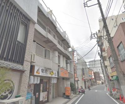 「京急鶴見」駅徒歩1分。 3階角部屋のため廊下側も人通りが少なくプライバシーを保てます。 快適に暮らせるエアコンを各洋室に設置。