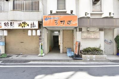 外観写真です。 1階部分には飲食店も入っております。