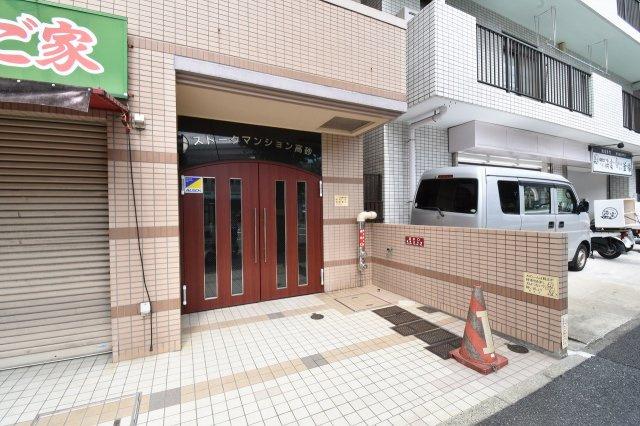 横浜市営地下鉄ブルーライン「吉野町」駅徒歩5分・「阪東橋」駅徒歩8分! 忙しい朝が助かる立地、暮らしにゆとりが生まれます。 巡回管理ですがエントランスきれいです。
