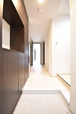 廊下です。 とっても明るくて、玄関開けるときれいなのでうれしくなります。