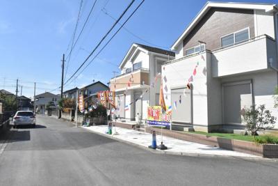【前面道路含む現地写真】鴻巣市大間4丁目 新築一戸建て全2棟