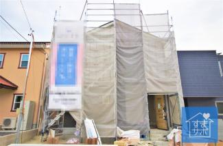 1号棟 現地(2019年9月)撮影 上棟しました!11月完成予定です。 敷地面積197.45㎡(59.73坪)。 駐車並列2台可能。