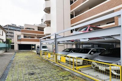 【現地写真】 敷地内に駐車場有り♪