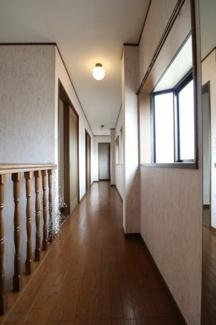 2階の廊下です。2019年10月31日 11:00頃撮影。