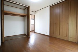 2階の洋室(LDKの隣)をベランダ側から撮影。2019年10月31日 11:00頃。