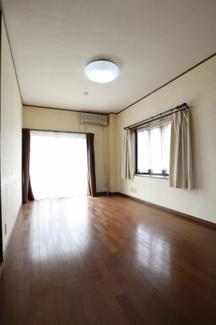 2階の洋室(一番奥)を部屋の入り口側から撮影。2019年10月31日 11:00頃。