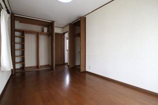 2階の洋室(一番奥)をベランダ側から撮影。2019年10月31日 11:00頃。