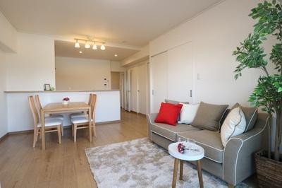 ■南面LDK+隣接洋室、間仕切りを開放すれば計19.7畳のおもてなしスペースに