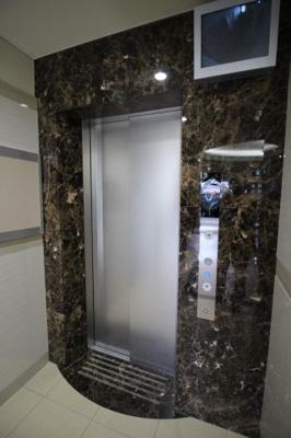 防犯カメラ設置のエレベーター