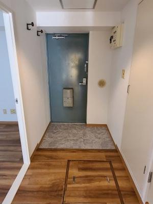 落ち着いた玄関です  Kワンビル