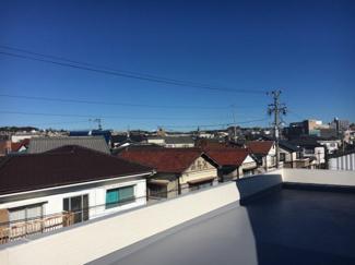 同社施工 ※実際の建物とは異なります 屋上からの眺めです。周りに高い建物もないので広い空を望めます。