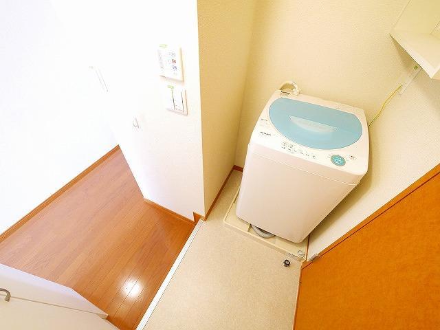 室内に洗濯機が有ります