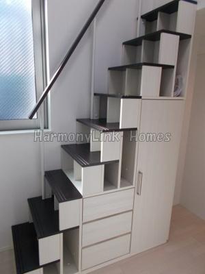 ヴィラ・エスポワール蒲田の収納階段(同一仕様写真)