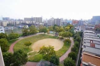 長吉出戸公園が望め、眺望も良好です。