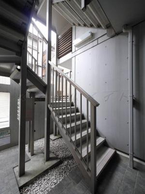 頑丈な共用階段です。