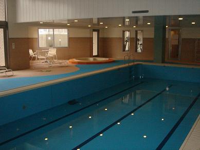 マンション内共用施設の温水プールです。