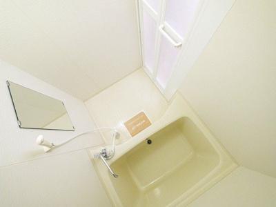 ゆっくりと入浴できる広さのある浴室