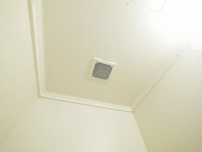 浴室内を快適に保つ換気扇付き