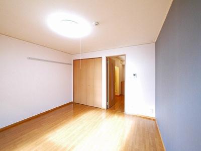 ゆとりのあるお部屋は家具なども配置しやすいですね