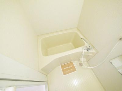 コンパクトな浴室はお掃除も手軽です