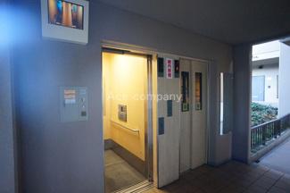 待ち時間短縮、エレベーター2基あります。