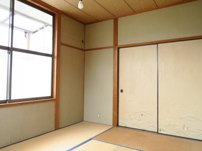 2階6帖の和室はバルコニー付きで洗濯物も干せます