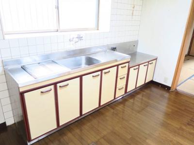 調理スペースを広く取っており、料理好きの奥様の味方ですね
