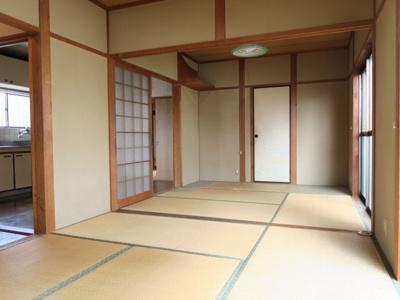 2間続きの和室はオープンにすることで大人数の食事も出来ます
