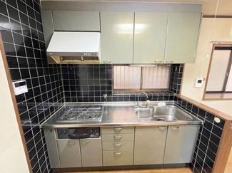 作業スペース広々!収納も充実したキッチンです!