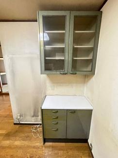 かさばる食器もスッキリ片付き、家電を置けるスペースもございます!