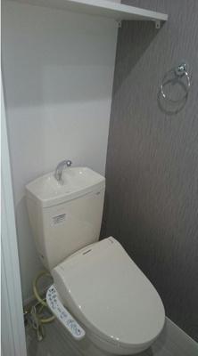 ハーモニーテラス東駒形の落ち着いた色調のトイレです☆