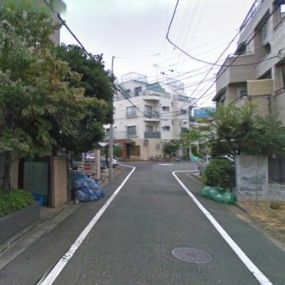 マンション周辺の道路です