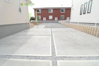 広々駐車場、カースペース4台以上可能♪
