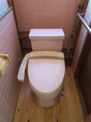 洗浄付きのトイレです。