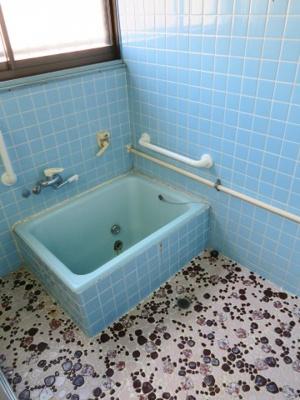 洗い場が広く取ってあり、お子様ともゆったりとした入浴を。