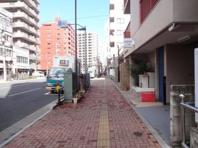 竹内マンション 物件前 入谷口通り沿いの物件です!