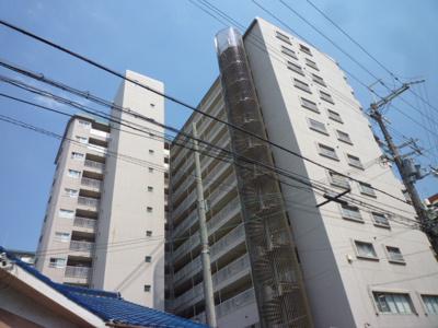 【現地写真】   総戸数107戸の 鉄骨・鉄筋コンクリート造のマンションです♪