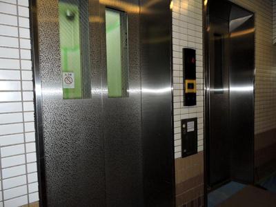 エレベーターは2基ありますので待ち時間が少なく便利です!