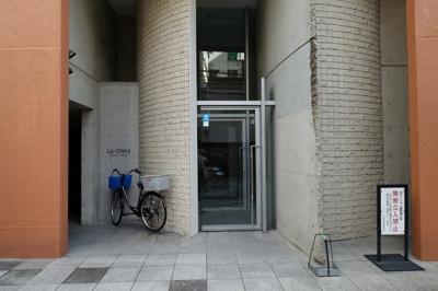 梅田、茶屋町まで徒歩圏内です。