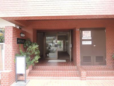 東急東横線・目黒線・横浜市営地下鉄グリーンライン「日吉」駅徒歩17分 又はバス5分「日大高校正門」停歩2分。