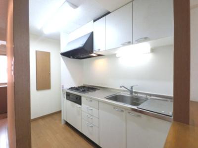 キッチンです。 においがリビングに広がりにくい構造で、収納も豊富です。
