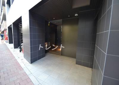 【エントランス】プラティーク新宿WEST