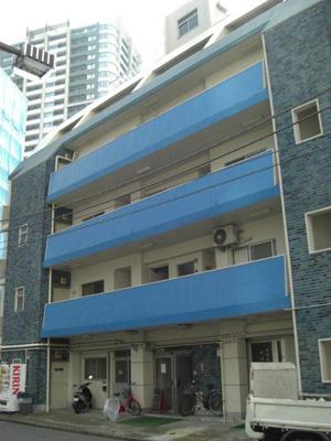 青い色の建物